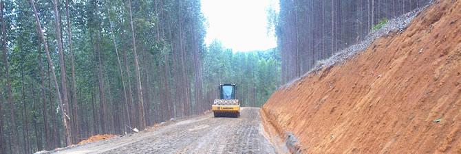 Estrada de acesso produtores rurais, obra realizada em Ipanema MG, extensão 6km